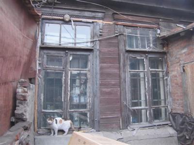 科利亚的爷爷100多年前建造的木房