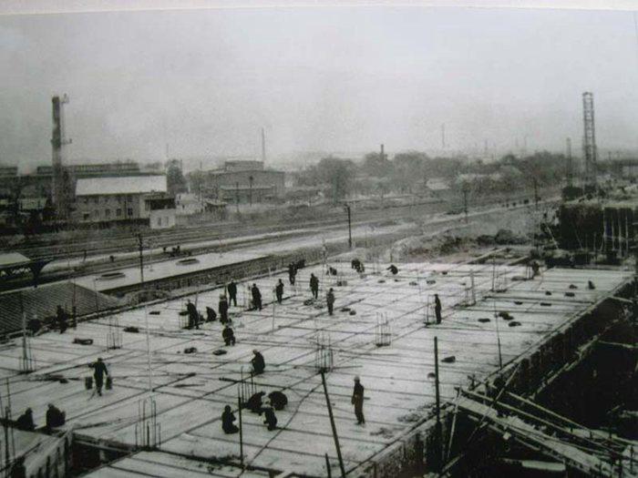 1960年建设中的哈站新站舍(朱俊峰拍摄)