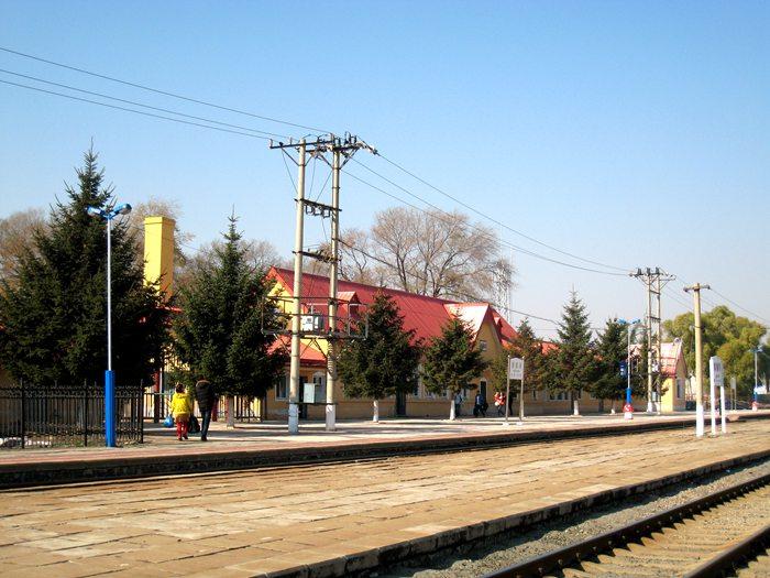 始建于1932年的拉滨线背荫河火车站