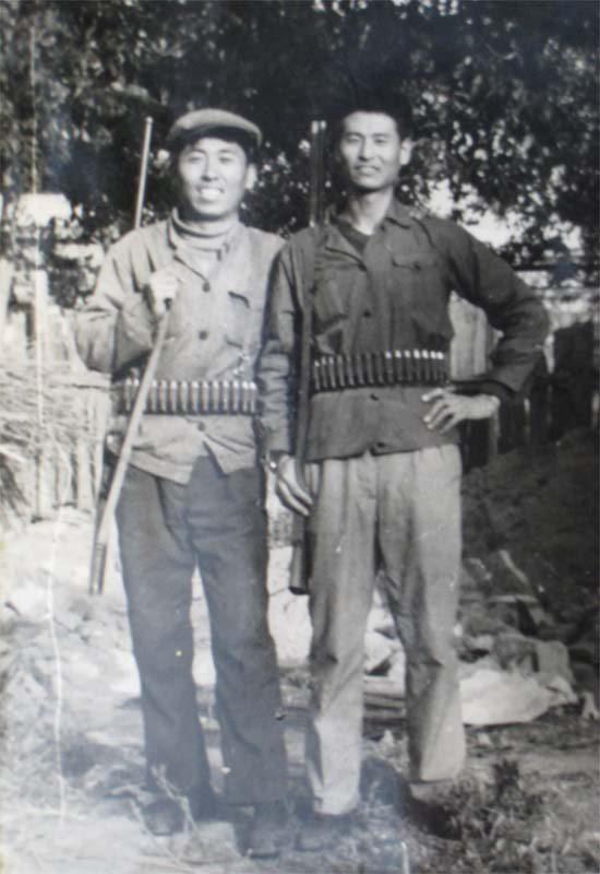 昔日哈尔滨的猎手(左我的同学张明杰)