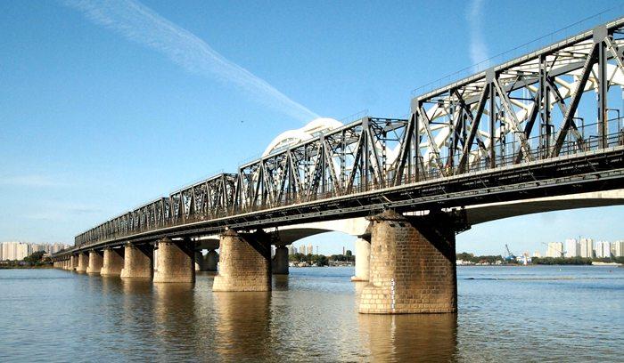 """图14、国产钢梁的""""老江桥"""""""