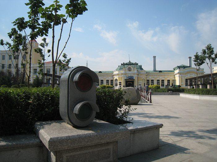 造型逼真的的铁路信号机