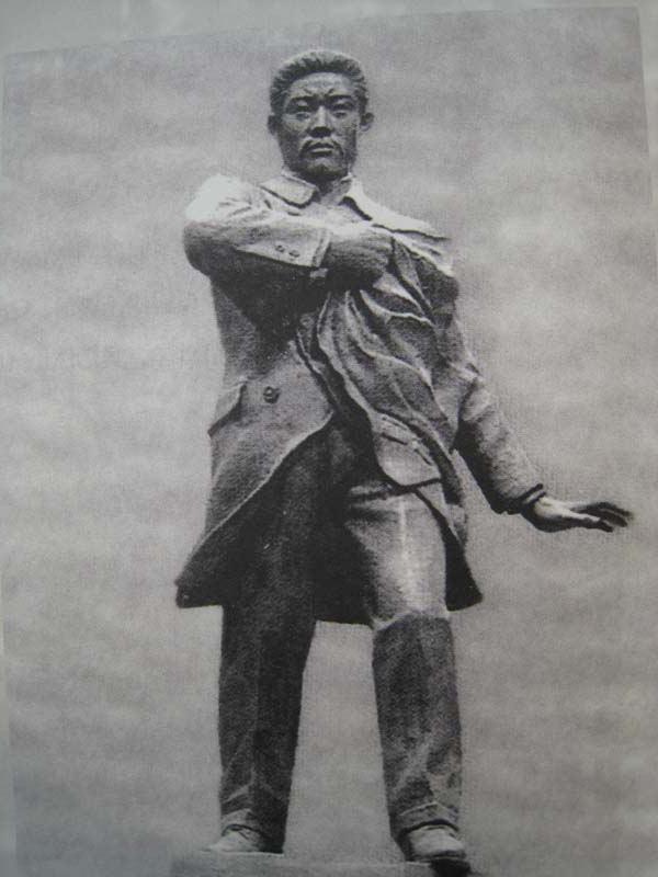 坐落在原汉城民族纪念馆中的安重根雕像