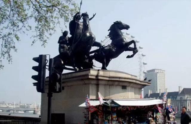 伦敦西敏斯特桥头驾驭战车的布狄卡Boudicca(雕塑家ThomasThornycroft,1850)