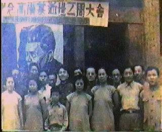 右起第二人为于浣非,一九三九年与东北流亡人士在成都合影。