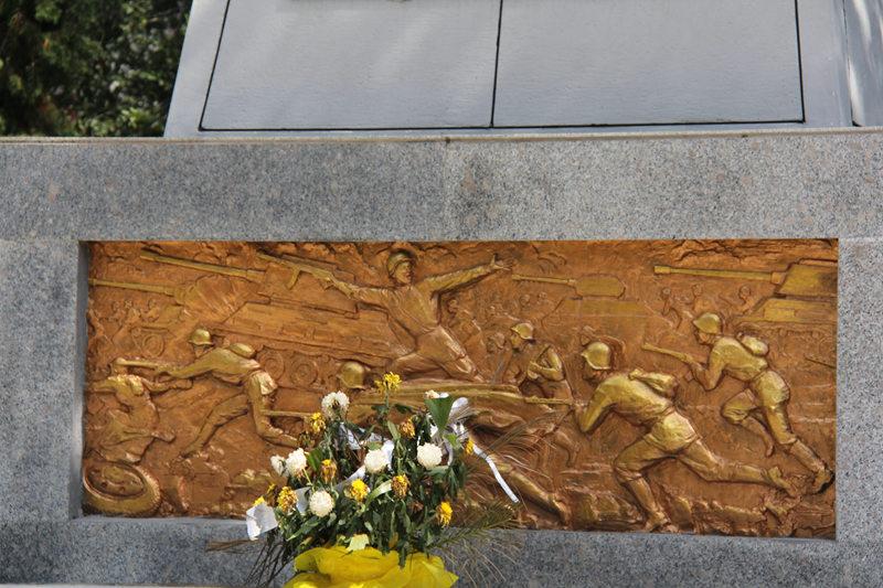 苏军烈士纪念塔浮雕