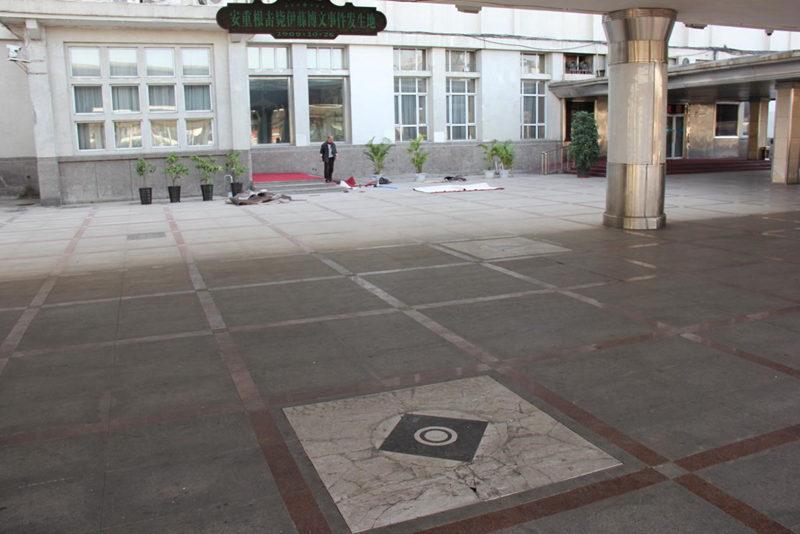 安重根在哈尔滨站台击毙伊藤博文的为指标,圆点为伊藤博文所站地。