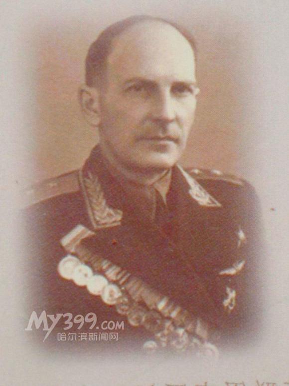 奥列霍夫戎装照片