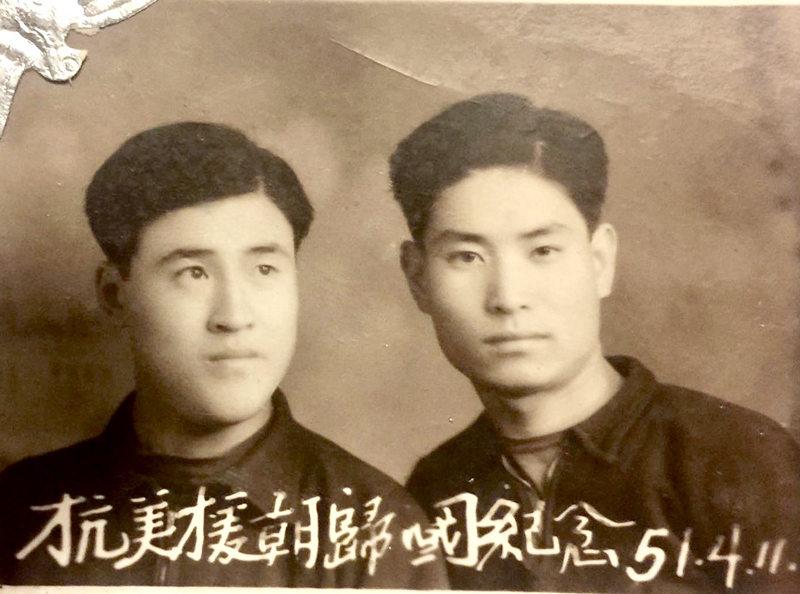 1951年4月11日,本文作者万川沸与同事、战友曲连发拍摄的抗美援朝归国纪念照