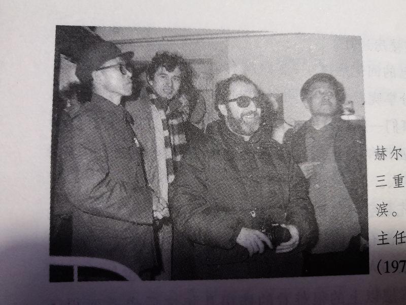 斯特恩在哈尔滨,左一为省外办副主任李清贵