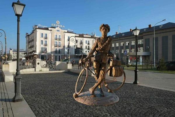 喀山街头的奥尼西姆 潘克拉托夫雕像
