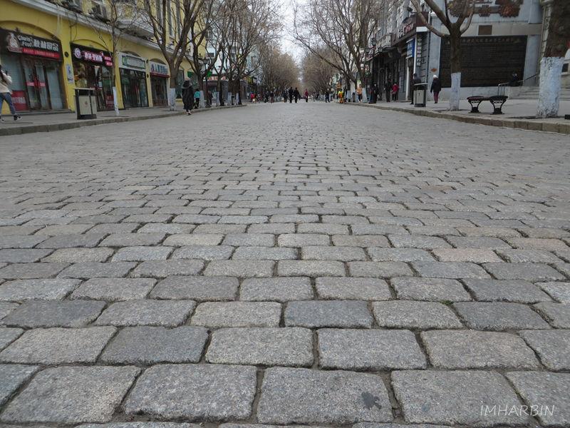 """今日中央大街""""面包石""""路面"""