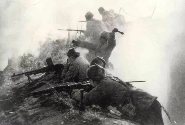 志愿军与敌作战的场面(资料图片)