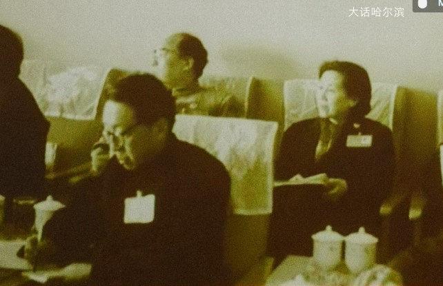 1992年3月,张梦实(前排左一) 在第七届全国五次政协会议教育组上 (馆藏图片)